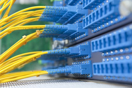 Кабмин Украины утвердил новые правила размещения домовых телекоммуникационных сетей и доступа провайдеров к ним по стандартам ЕС