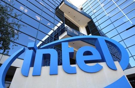 Чистая прибыль Intel выросла почти вдвое