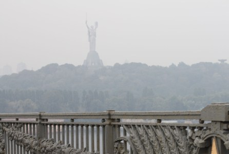 ГСЧС: В некоторых районах Киева уровень загрязнения воздуха в пять-семь раз превышает норму