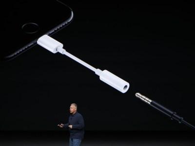 По данным Barclays, Apple точно уберет переходник для наушников с разъемом 3,5 мм из комплекта поставки новых iPhone