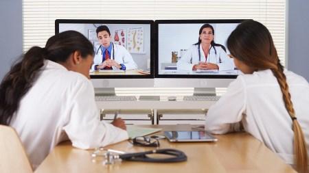 Исследование: оказывающие телемедицинские услуги врачи чаще подвергаются стрессу