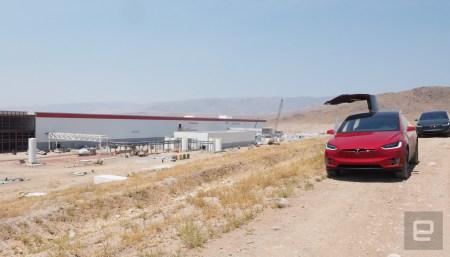Tesla пришлось приостановить производство из-за пожара на заводе Gigafactory