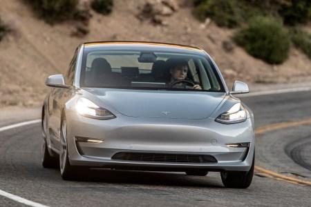 Tesla пытается подстегнуть продажи Model 3, предлагая покупателям «срочную доставку» в день покупки