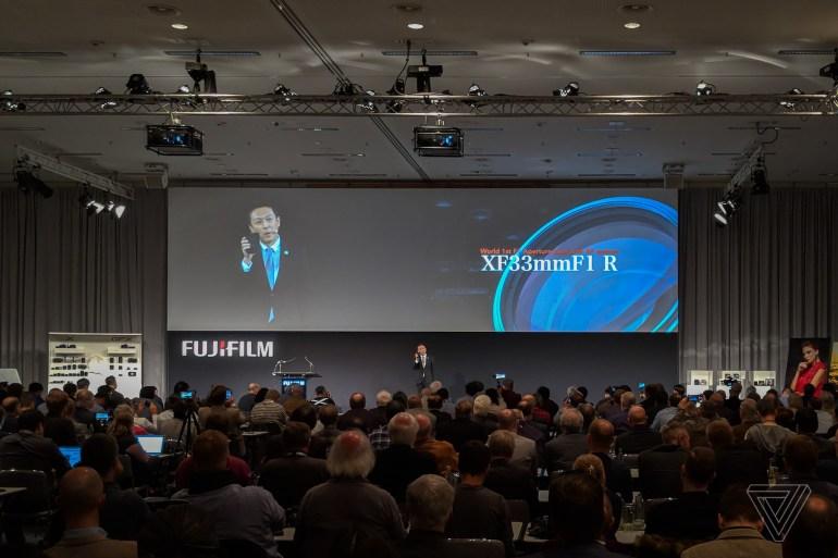 Fujifilm показала первую в мире 100-мегапиксельную среднеформатную беззеркальную камеру и объектив с диафрагмой f/1 и автофокусом (тоже первый в своем роде)