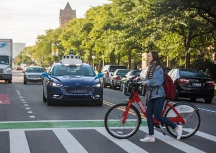 В Ford продемонстрировали интерфейс взаимодействия с участниками дорожного движения для самоуправляемых автомобилей