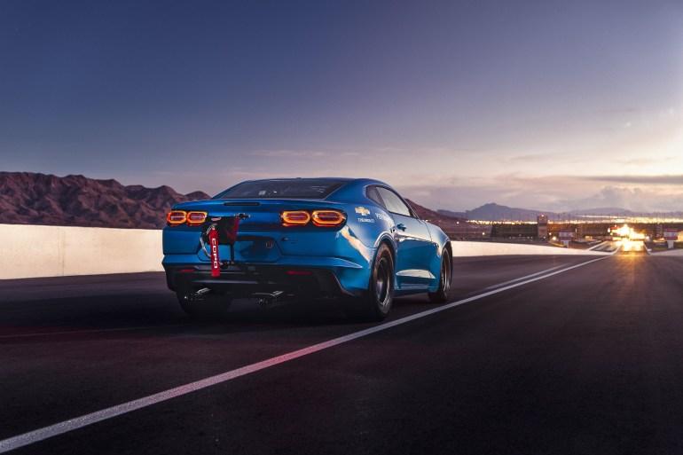 GM представил электрический концепт Chevrolet eCOPO Camaro с мощностью 700 л.с. и 800-вольтовой батареей для участия в дрэг-рейсинге