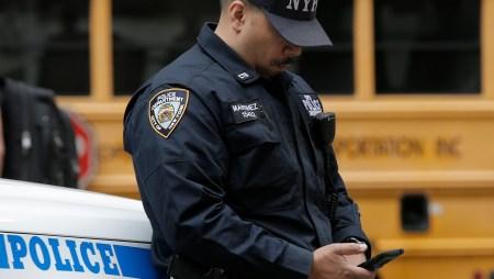 Американские полицейские просят не писать им в Facebook в случае ЧП, а сразу набирать 911