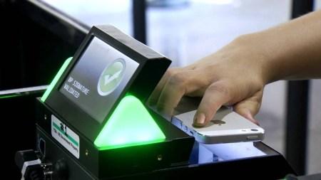 Аэропорт Борисполь внедрил поддержку электронных посадочных талонов, считываемых прямо с экрана смартфона