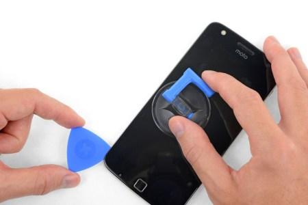 iFixit совместно с Motorola выпустили официальные наборы для самостоятельного ремонта смартфонов