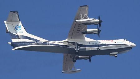Крупнейший в мире самолет-амфибия впервые взлетел с воды