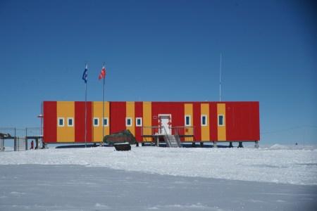 Китай построит первый регулярный аэропорт в Антарктиде