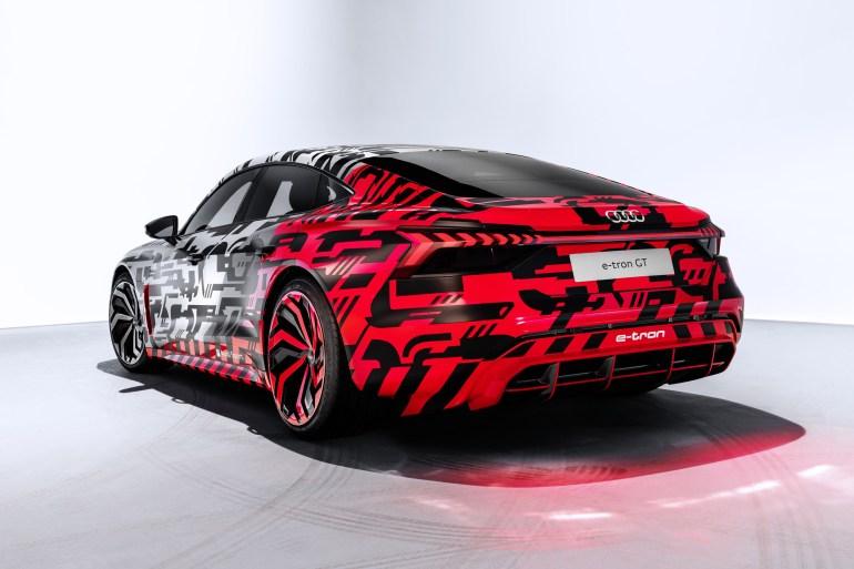 Audi опубликовала камуфляжные фотографии электрического седана Audi e-tron GT за сутки до анонса