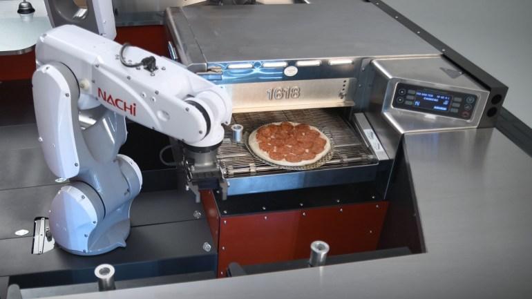 Pizza Hut и Toyota представили прототип роботизированной кухни на колесах