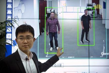 В Китае начали внедрять технологию распознавания людей по походке