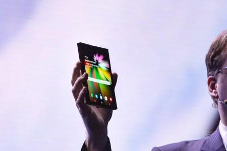 Сгибаемый смартфон Samsung Galaxy F выйдет в марте 2019 года и будет стоить почти $2000
