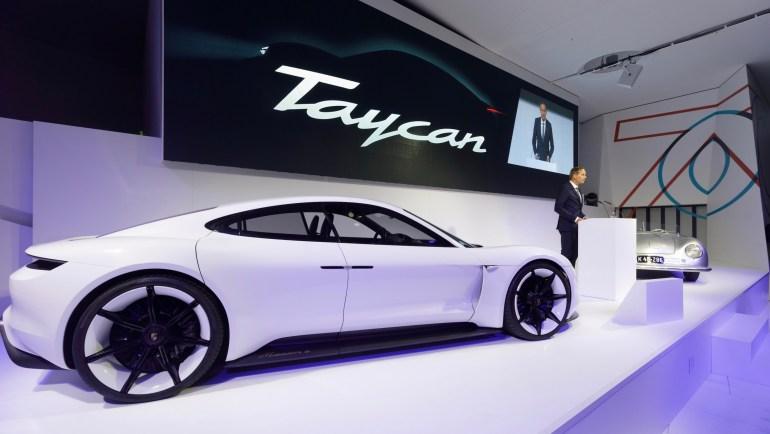 """Инсайд: Топовую версию электромобиля Porsche Taycan назовут """"Taycan Turbo"""", ее стоимость составит от $130 тыс. и выше"""