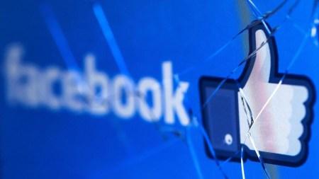 Пользователи пожаловались на сбой в работе Facebook, их выбрасывает из аккаунтов