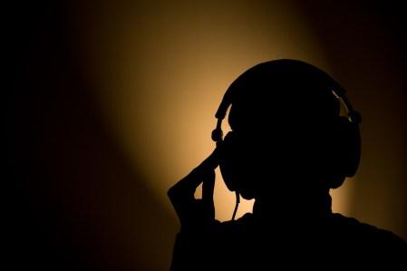 Инженеры из MIT разработали концептуальные наушники, позволяющие делиться своей музыкой с заинтересованными незнакомцами