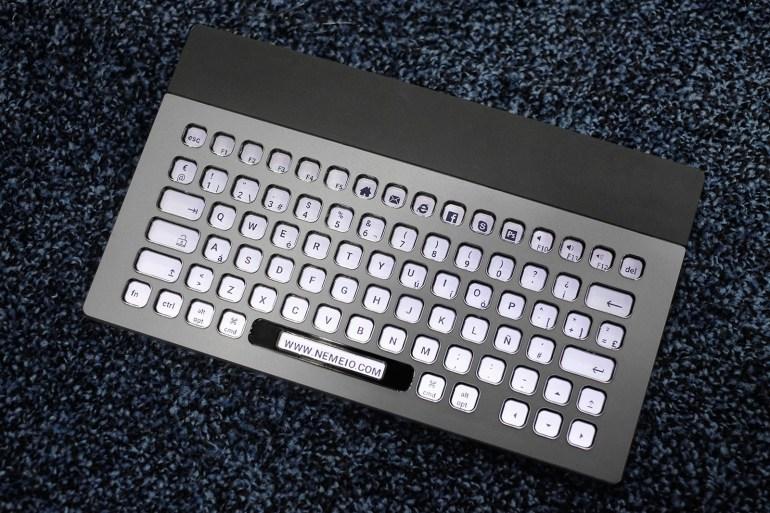 Nemeio Keyboard - клавиатура, каждая клавиша которой оснащена настраиваемым дисплеем на основе электронных чернил