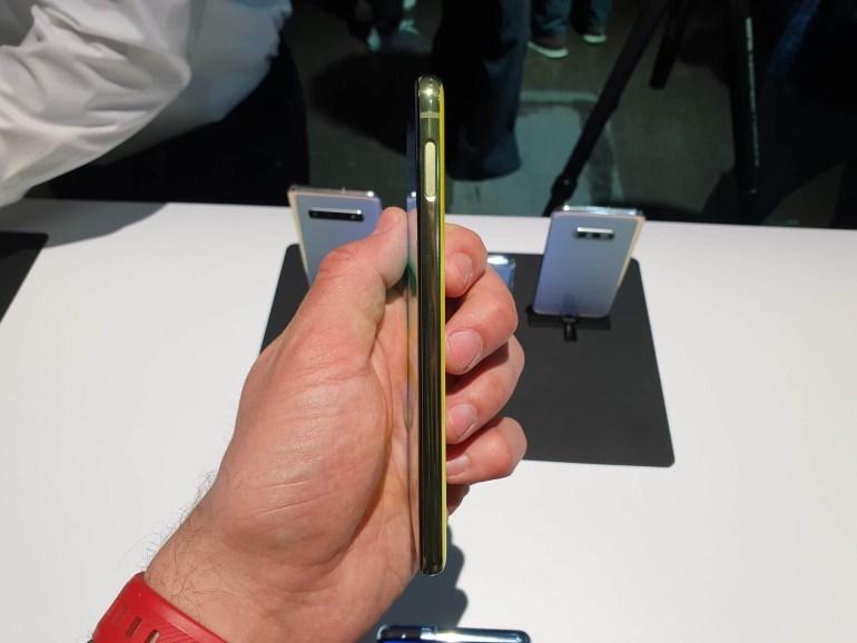 Galaxy S10+, S10 и S10е - первый взгляд на новые флагманы Samsung
