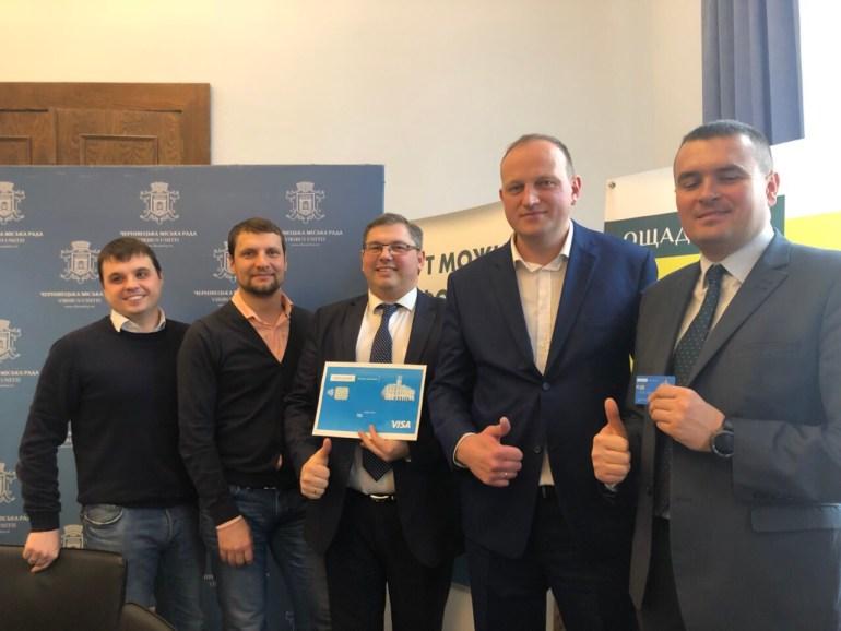 Visa и Ощадбанк запустили бесконтактную систему оплаты проезда в электротранспорте Черновцов