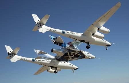 Космоплан VSS Unity впервые поднялся в воздух с пассажиром на борту