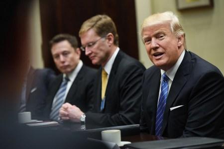 Дональд Трамп хочет отменить налоговые вычеты для покупателей электрокаров