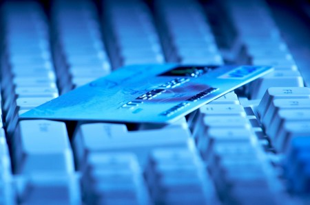 НБУ: количество незаконных списаний с банковских карт за год выросло в 1,4 раза