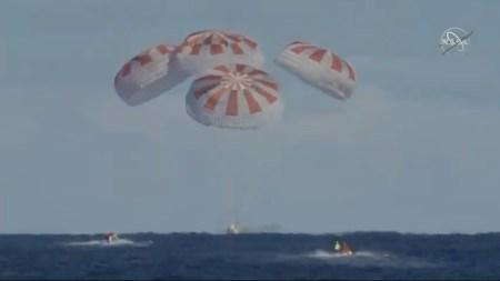 Космический корабль SpaceX Crew Dragon успешно вернулся с МКС