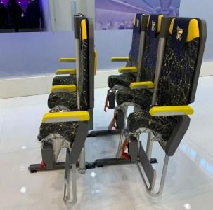 Лоукостеры могут начать использовать «стоячие» авиакресла, чтобы еще больше повысить плотность пассажиров в салонах