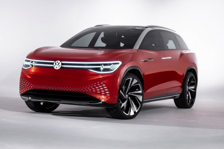 Volkswagen представил полноразмерный электрокроссовер ID. ROOMZZ: пара двигателей на 225 кВт, батарея 82 кВтч, запас хода 450 км (WLTP) и серийная версия в 2021 году