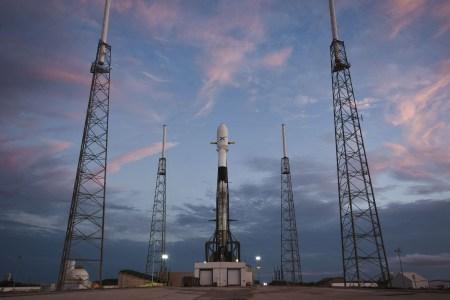 Интернет-спутники SpaceX Starlink получат двигателиХолла на криптоне и систему предотвращения столкновений