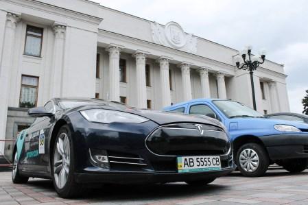 Владимир Омелян собирается начать полноценные переговоры с Tesla по поводу строительства завода в Украине «на следующий день» после принятия законопроектов №8159 и №8160