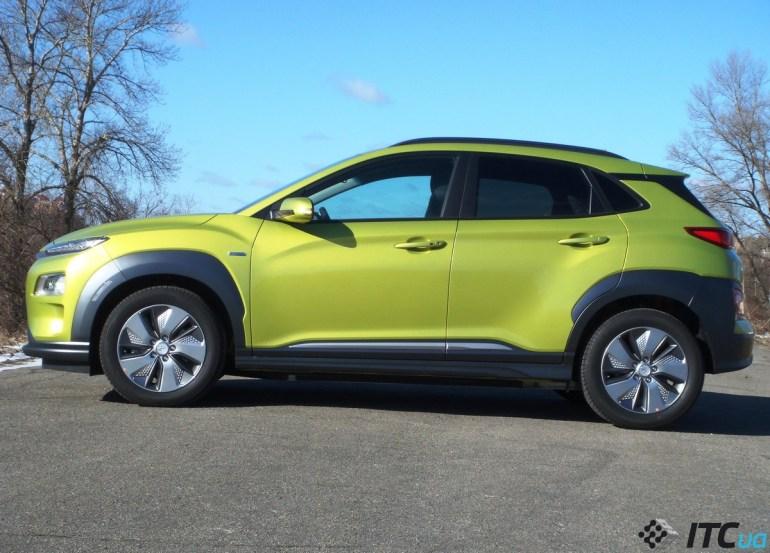 В Украину привезли первую официальную партию электрокроссоверов Hyundai Kona, все 20 экземпляров раскупили в первый день продаж
