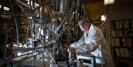 Американские ученые создали устройство, способное «разбивать» молекулы углекислого газа на молекулярный кислород и атомный углерод