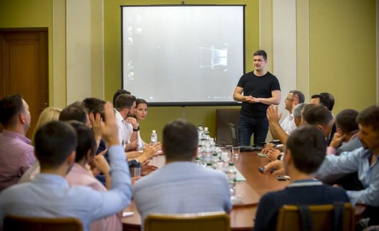 У Зеленского обсудили концепцию «Государство в смартфоне» и к 2024 году хотят перевести 90% государственных услуг в онлайн сервисы