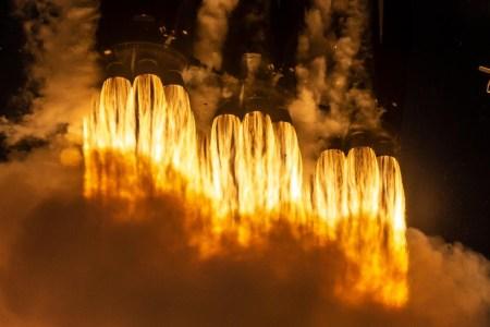 Прямая трансляция запуска сверхтяжелой ракеты Falcon Heavy (STP-2). SpaceX впервые повторно использует боковые ускорители первой ступени
