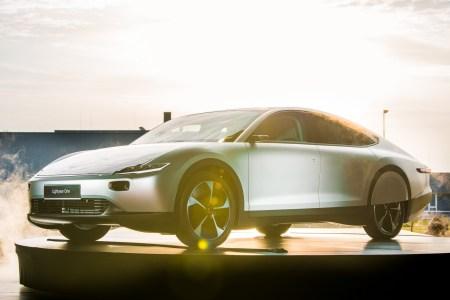 Голландцы представили электромобиль Lightyear One с солнечными панелями на крыше и капоте, запасом хода 725 км (WLTP) и ценником $170 тыс.