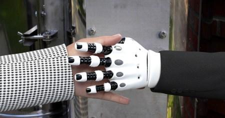 В MIT создали новый ИИ-алгоритм, который наделяет роботов способностью «чувствовать» объект, просто взглянув на него