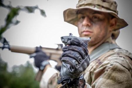 Американские военные намерены испытать миниатюрные беспилотники Black Hornet в боевых условиях