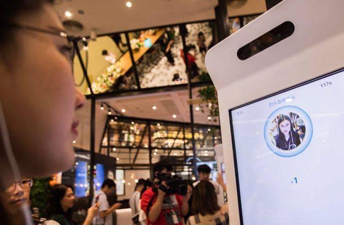 """Китаянки стесняются пользоваться системами платежей с распознаванием лиц, поскольку боятся показаться некрасивыми. Из-за этого Alipay пришлось разработать специальный """"бьюти-фильтр"""""""