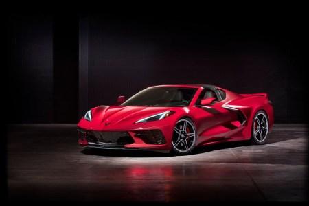 Представлен новый спорткар Chevrolet Corvette Stingray с LTE, NFC, голосовым управлением, беспроводной зарядкой для смартфона и обновлениями «по воздуху»