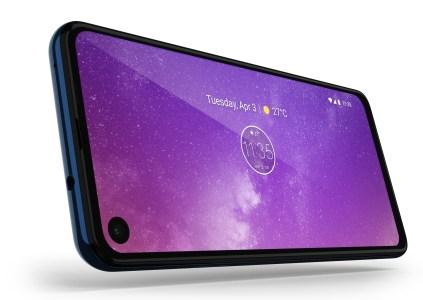 В Украине снова начали продаваться смартфоны Motorola, Lenovo выбрала эксклюзивным дистрибьютором «Алло»