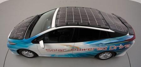 Toyota представила экспериментальный Prius с солнечными панелями, подзаряжающими основную батарею автомобиля во время движения