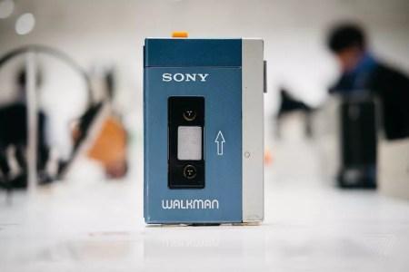 Первому портативному плееру Sony Walkman исполнилось 40 лет