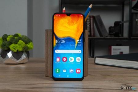 Galaxy A40 — обзор компактного смартфона Samsung