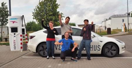 Норвежец установил мировой рекорд «суточной» дальности хода для электромобилей, проехав 2781 км за 24 часа на Tesla Model 3 [видео]