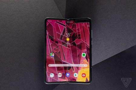 Bloomberg: Samsung завершила модернизацию складного смартфона Galaxy Fold