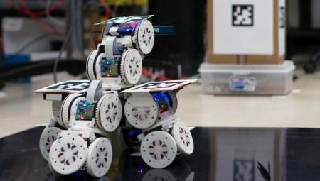 Американские учёные представили модульных роботов, которые объединяются в одного большого робота