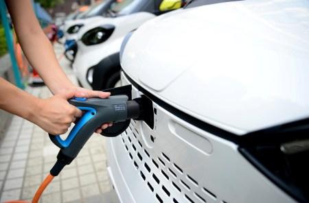 В Китае впервые за два года упали продажи электромобилей